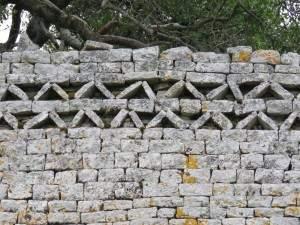 קישוט בחומת האבן
